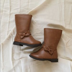 Like new Size 5 toddler boots 👢